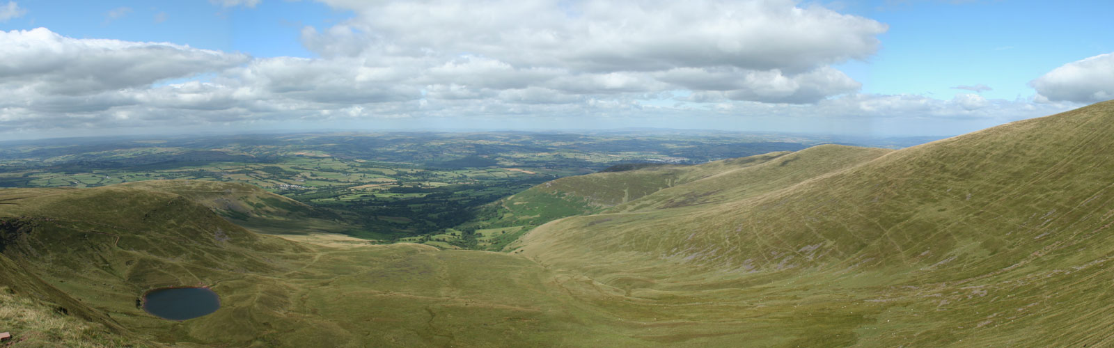 View north into Cwm Llwch from Corn Du, in the Brecon Beacons